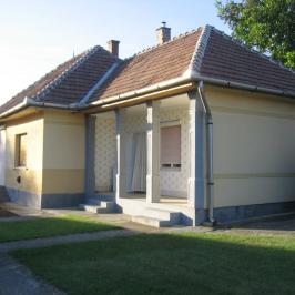 Eladó  családi ház (<span class='notranslate'>Tóalmás</span>, <span class='notranslate'></span>) 9,5 M   <span class='notranslate'>Ft</span>