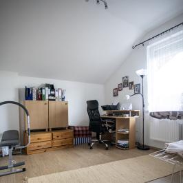 Eladó  családi ház (<span class='notranslate'>Budapest, XVII.  </span>kerület) 134,5 M   <span class='notranslate'>Ft</span>