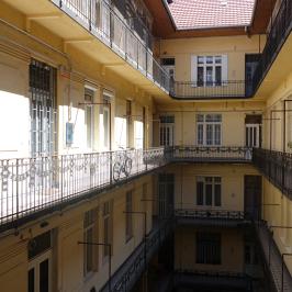 Eladó  téglalakás (<span class='notranslate'>Budapest, VI.  </span>kerület) 48,9 M   <span class='notranslate'>Ft</span>