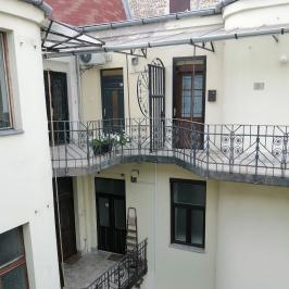 Eladó  téglalakás (<span class='notranslate'>Budapest, V.  </span>kerület) 84,9 M   <span class='notranslate'>Ft</span>