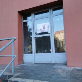 Eladó  üzlethelyiség utcai bejáratos (<span class='notranslate'>Dunaújváros</span>, <span class='notranslate'></span>) 16.2 M   <span class='notranslate'>Ft</span>