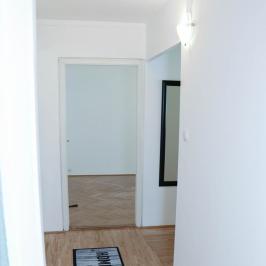 Kiadó  panellakás (<span class='notranslate'>Budapest, III.  </span>kerület) 130 E   <span class='notranslate'>Ft</span>/hó