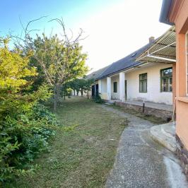 Eladó  családi ház (<span class='notranslate'>Bakonyszombathely</span>, <span class='notranslate'></span>) 18,49 M   <span class='notranslate'>Ft</span>