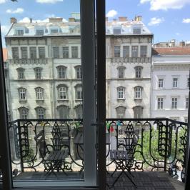 Kiadó  téglalakás (<span class='notranslate'>Budapest, VI.  </span>kerület) 100 E   <span class='notranslate'>Ft</span>/hó