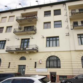 Kiadó  üzlethelyiség utcai bejáratos (<span class='notranslate'>Budapest, I.  </span>kerület) 270 E   <span class='notranslate'>Ft</span>/hó