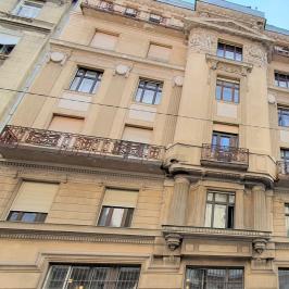Eladó  téglalakás (<span class='notranslate'>Budapest, V.  </span>kerület) 66,95 M   <span class='notranslate'>Ft</span>