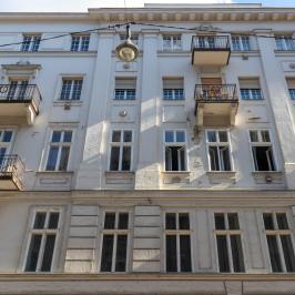 Eladó  téglalakás (<span class='notranslate'>Budapest, V.  </span>kerület) 48,9 M   <span class='notranslate'>Ft</span>