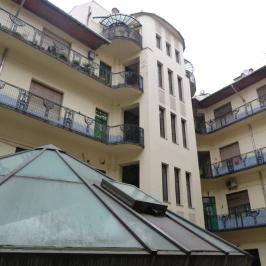 Eladó  téglalakás (<span class='notranslate'>Budapest, VII.  </span>kerület) 160 M   <span class='notranslate'>Ft</span>
