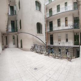 Eladó  üzlethelyiség utcai bejáratos (<span class='notranslate'>Budapest, XI.  </span>kerület) 89 M   <span class='notranslate'>Ft</span>