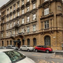 Eladó  téglalakás (<span class='notranslate'>Budapest, V.  </span>kerület) 130 M   <span class='notranslate'>Ft</span>