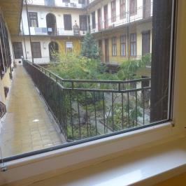 Kiadó  téglalakás (<span class='notranslate'>Budapest, VII.  </span>kerület) 130 E   <span class='notranslate'>Ft</span>/hó