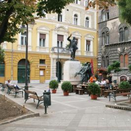 Eladó  téglalakás (<span class='notranslate'>Budapest, VIII.  </span>kerület) 51.5 M   <span class='notranslate'>Ft</span>