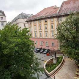 Eladó  téglalakás (<span class='notranslate'>Budapest, V.  </span>kerület) 179.9 M   <span class='notranslate'>Ft</span>
