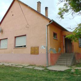 Eladó  családi ház (<span class='notranslate'>Töttös</span>, <span class='notranslate'></span>) 6.5 M   <span class='notranslate'>Ft</span>