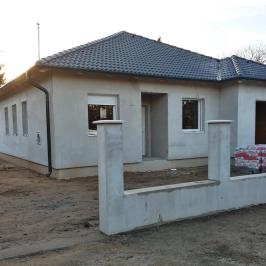 Eladó  családi ház (<span class='notranslate'>Veresegyház</span>, <span class='notranslate'>Tópart</span>) 71,5 M   <span class='notranslate'>Ft</span>
