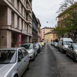 Eladó  téglalakás (<span class='notranslate'>Budapest, VII.  </span>kerület) 46,9 M   <span class='notranslate'>Ft</span>
