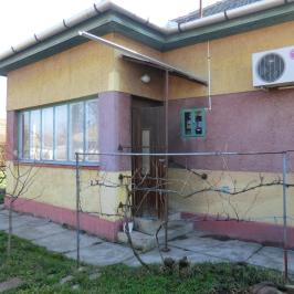 Eladó  családi ház (<span class='notranslate'>Mezőtúr</span>, <span class='notranslate'>Központ közeli</span>) 9,6 M   <span class='notranslate'>Ft</span>