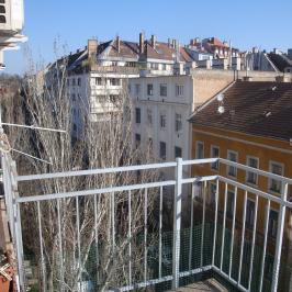 Kiadó  téglalakás (<span class='notranslate'>Budapest, I.  </span>kerület) 180 E   <span class='notranslate'>Ft</span>/hó