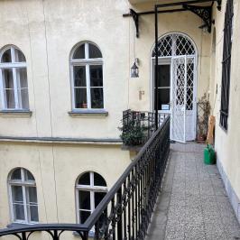Eladó  téglalakás (<span class='notranslate'>Budapest, VI.  </span>kerület) 88,9 M   <span class='notranslate'>Ft</span>