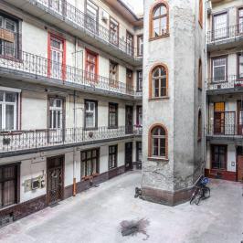 Eladó  téglalakás (<span class='notranslate'>Budapest, VII.  </span>kerület) 49,9 M   <span class='notranslate'>Ft</span>