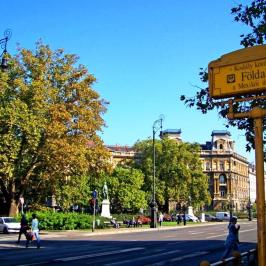 Eladó  téglalakás (<span class='notranslate'>Budapest, VI.  </span>kerület) 73.6 M   <span class='notranslate'>Ft</span>