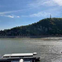 Eladó  téglalakás (<span class='notranslate'>Budapest, V.  </span>kerület) 330 M   <span class='notranslate'>Ft</span>