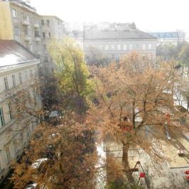 Kiadó  téglalakás (<span class='notranslate'>Budapest, V.  </span>kerület) 220 E   <span class='notranslate'>Ft</span>/hó