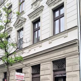 Eladó  üzlethelyiség utcai bejáratos (<span class='notranslate'>Budapest, VI.  </span>kerület) 29,9 M   <span class='notranslate'>Ft</span>