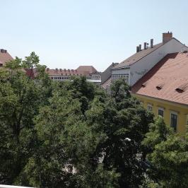 Eladó  téglalakás (<span class='notranslate'>Budapest, I.  </span>kerület) 240 M   <span class='notranslate'>Ft</span>
