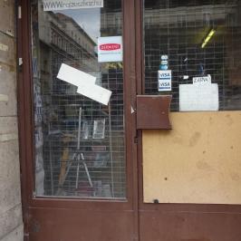 Eladó  üzlethelyiség utcai bejáratos (<span class='notranslate'>Budapest, VII.  </span>kerület) 8,5 M   <span class='notranslate'>Ft</span>
