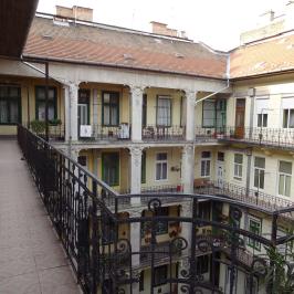 Kiadó  téglalakás (<span class='notranslate'>Budapest, VI.  </span>kerület) 150 E   <span class='notranslate'>Ft</span>/hó