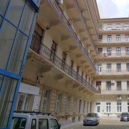 Eladó  téglalakás (<span class='notranslate'>Budapest, VI.  </span>kerület) 69,6 M   <span class='notranslate'>Ft</span>