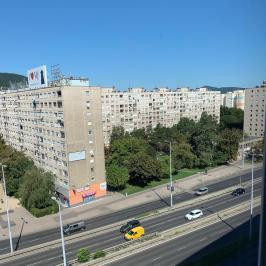 Kiadó  panellakás (<span class='notranslate'>Budapest, III.  </span>kerület) 180 E   <span class='notranslate'>Ft</span>/hó